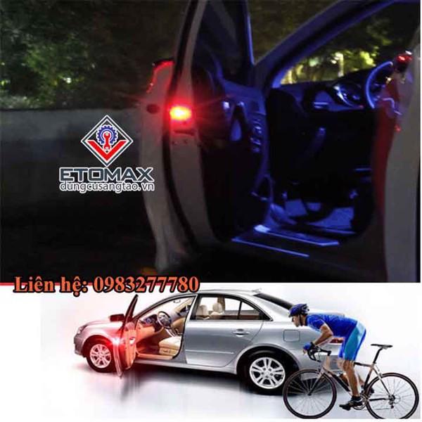 Đèn cảnh báo mở cửa ô tô