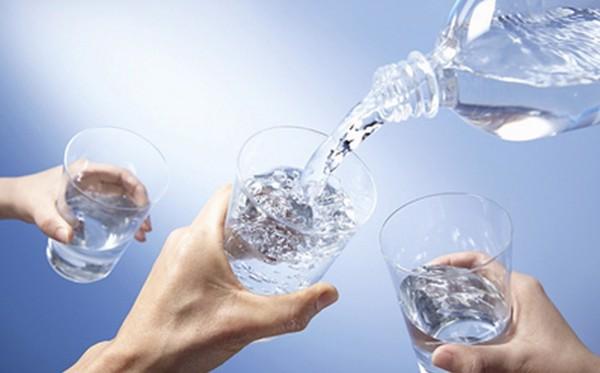 Người bị viêm loét dạ dày nên uống nhiều nước