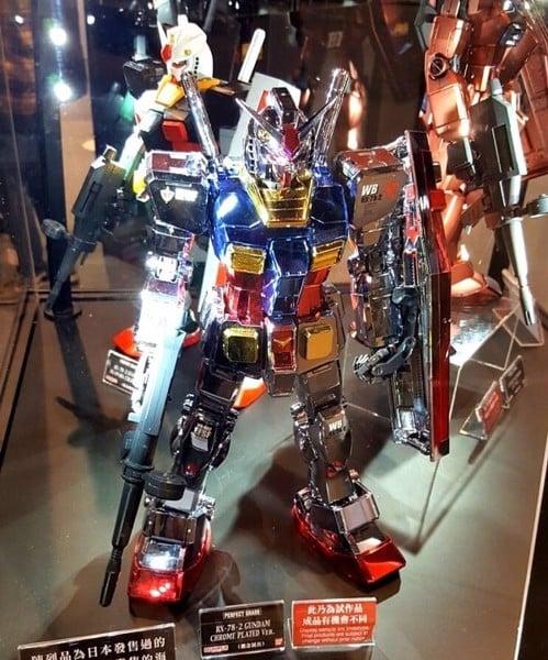 Bán mô hình Gundam Limited RX-78-02 Chrome Plate chính hãng Bandai