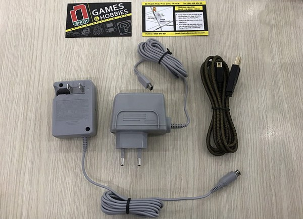 NShop store sells 220v charger for Nintendo DSi, 2DS and 3DS