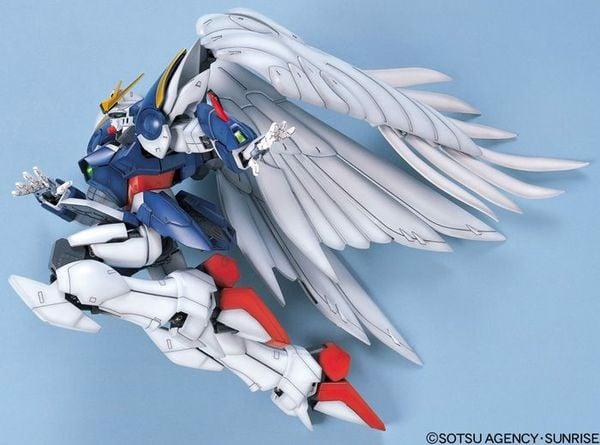 cửa hàng đồ chơi bán Wing Gundam Zero Custom PG