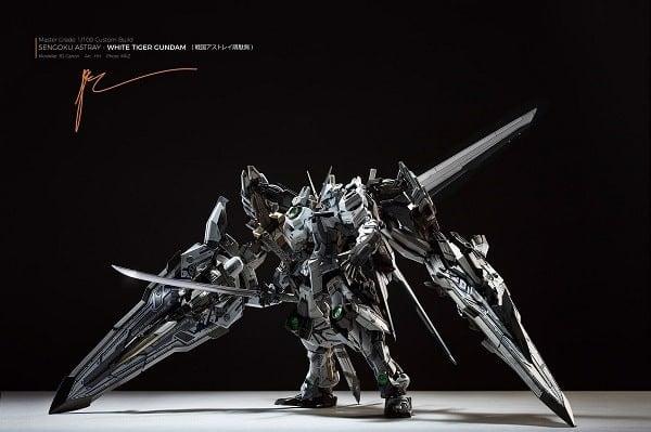 Custom Gundam Sengoku Astray White Tiger Gundam
