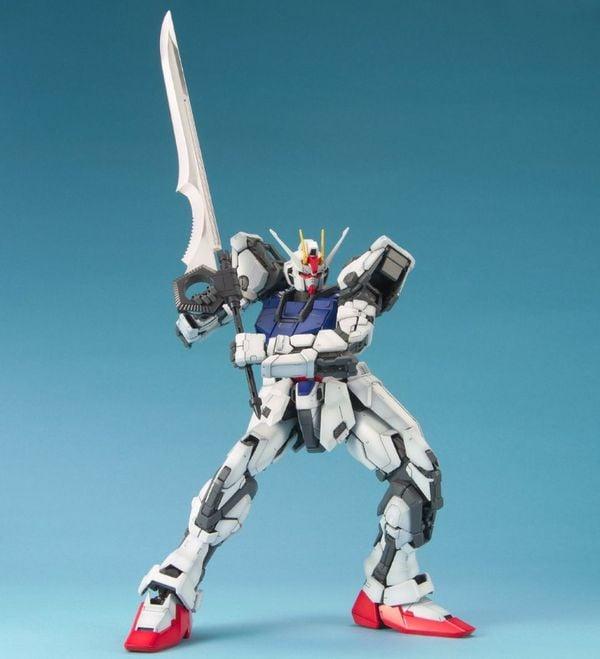 figure Strike Gundam PG