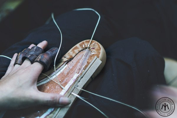 đóng giày theo yêu cầu
