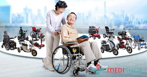 Ai là người cần sử dụng xe lăn?