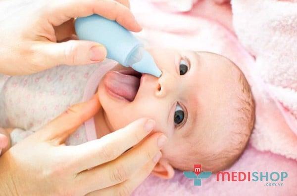 Có nên thường xuyên dùng máy hút mũi cho bé?