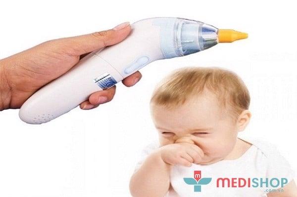 Không nên quá lạm dụng máy hút mũi cho bé