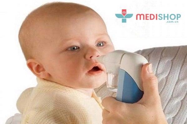 Sử dụng máy hút mũi khi trẻ cảm thấy khó chịu