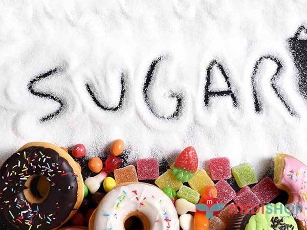 Tuyệt đối không cho trẻ ăn quá nhiều thức ăn có nhiều đường