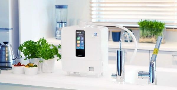 Nước điện giải hay nước ion kiềm hiện nay được sản xuất chủ yếu từ hệ máy lọc nước thông minh