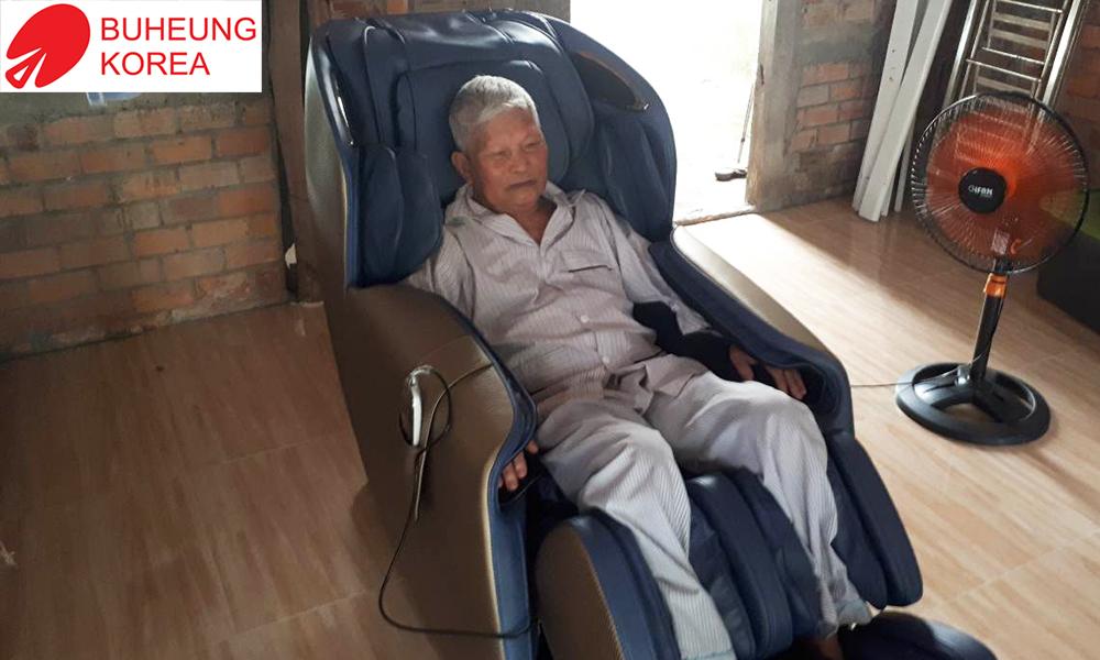 ghế massage dành cho người già