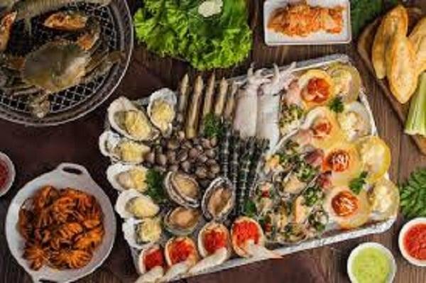 Hải sản: tôm, cua, cá, ốc,…