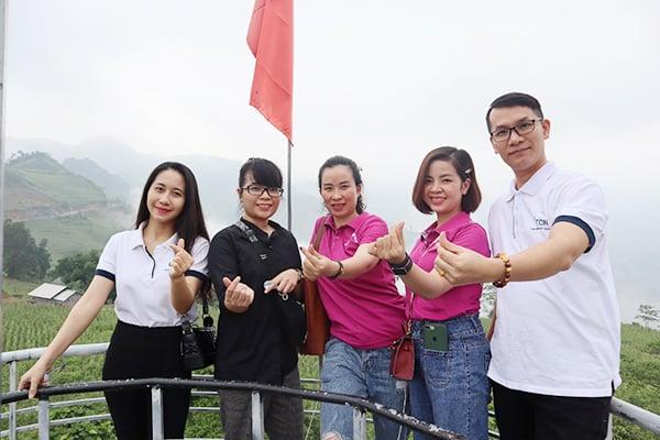 Giây phút vui vẻ giữa Z-Ton và Chi hội Thẩm mỹ Hà Giang