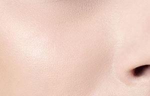 Kết cấu da mượt như nhung, mềm mại là dấu hiệu của làn da khỏe và rạng rỡ