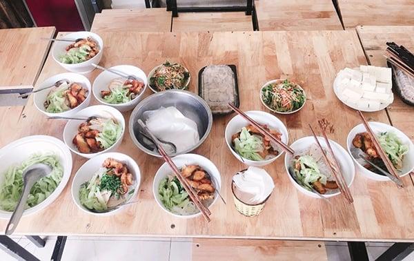 Món Bún Cá Cay Hải Phòng được Giám Đốc Z-Ton chuẩn bị dành cho Chi hội Thẩm mỹ Hà Giang.