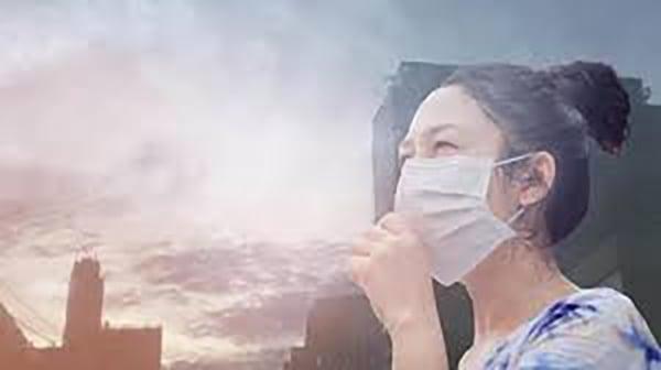 Tránh để môi tiếp xúc với môi trường khói bụi và ánh nắng mặt trời