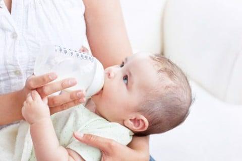 Aptamil Essensis cung cấp dinh dưỡng và chăm sóc cơ thể cho bé