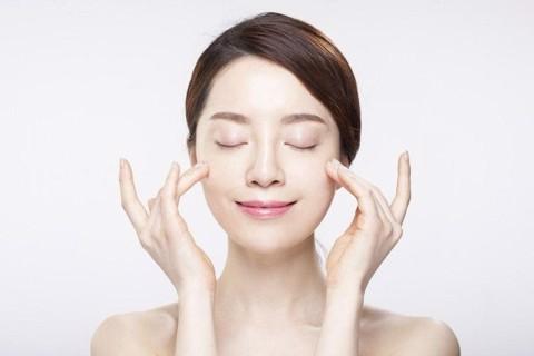 Vitamin E trung hòa gốc tự do, cải thiện tình trạng lão hóa da