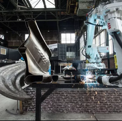 MX3D REVEALS FIRST SECTION OF 3D PRINTED STEEL BRIDGE
