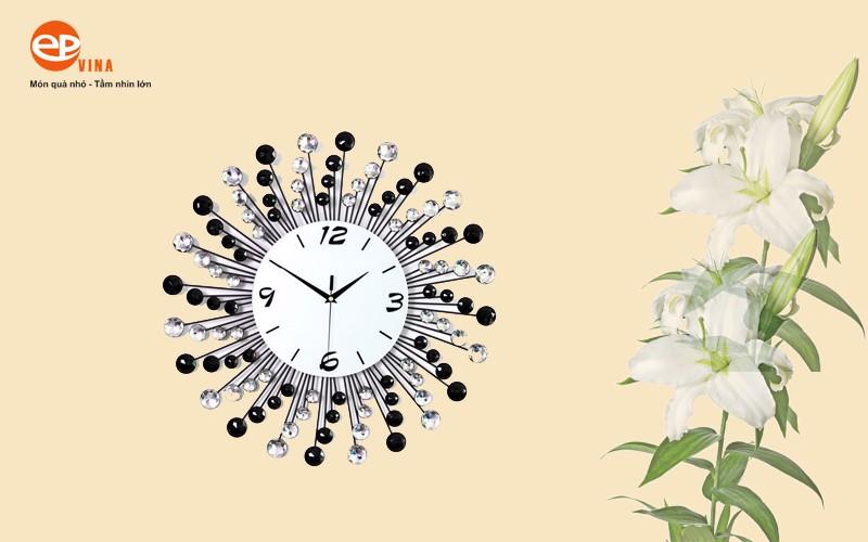Mẫu đồng hồ pha lê treo tường đẹp