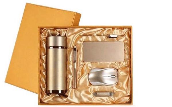 Bộ giftset công nghệ đa dạng về các sản phẩm quà tặng