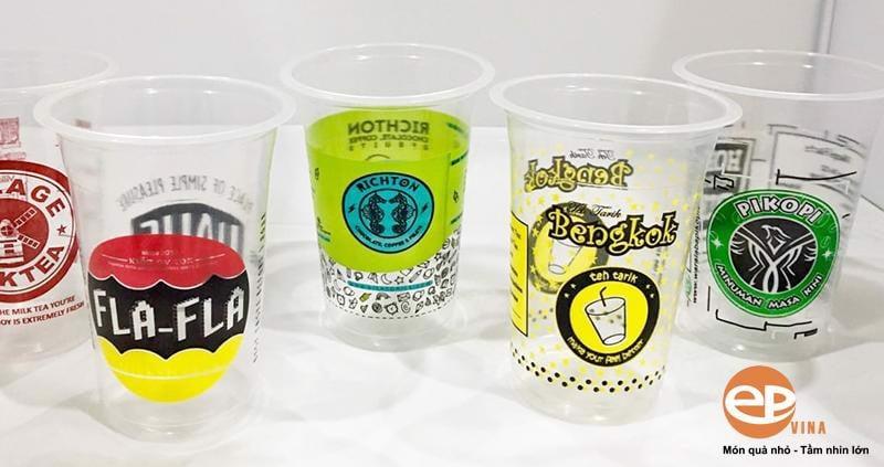 In logo lên cốc nhựa mang lại nhiều lợi ích cho chủ doanh nghiệp