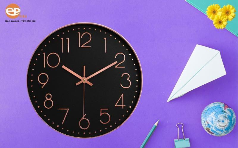 Nên lựa chọn làm những mẫu đồng hồ treo tường phù hợp với mục đích sử dụng của doanh nghiệp