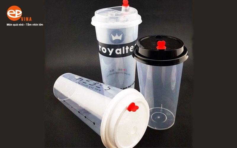 Ly nhựa cứng có nắp nút trái tim