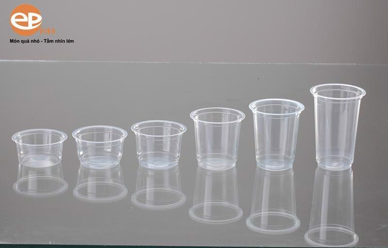 Ly nhựa của chúng tôi rất đa dạng về kích thước cũng như mẫu mã