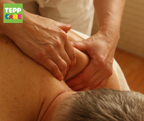 massage lưng vai