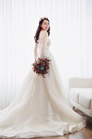 ao-cuoi-tung-xoe-chup-pre-wedding