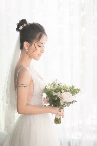 ao-cuoi-form-a-chup-hinh-pre-wedding