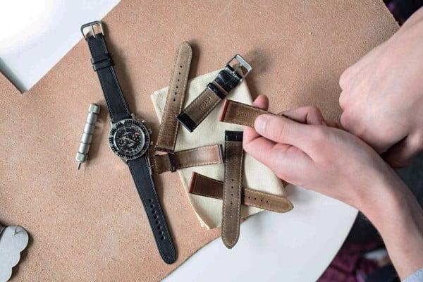 phân biệt dây đồng hồ da thật và giả da 7