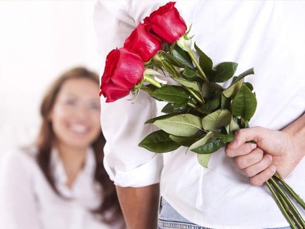 Tặng hoa trong ngày sinh nhật bạn gái