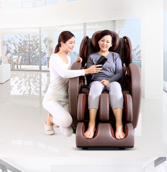 Tặng máy massage chăm sóc sức khỏe cho phụ nữ tuổi trung niên