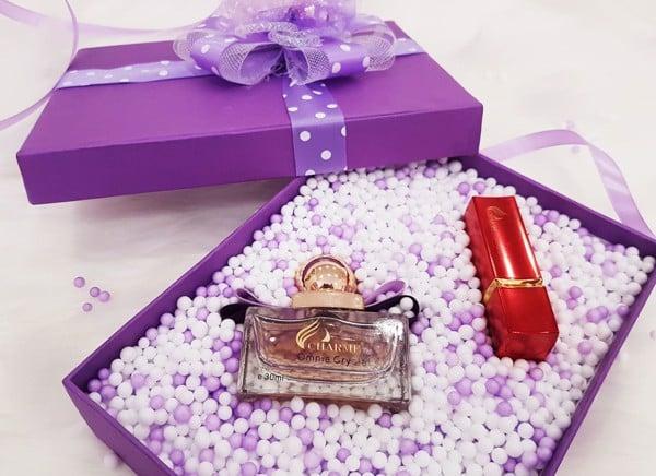 Tặng nước hoa thơm quyến rũ cho phụ nữ trung niên