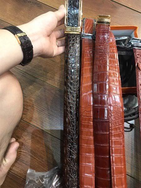 Những chiếc dây nịt da cá sấu hiện đang có mặt tại Shop Hàng da thật