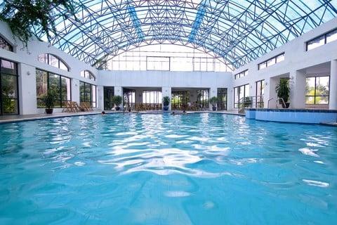 bể bơi khoáng nóng resort tản đà