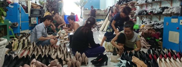 Về làng nghề giày dép tại xưởng giày quận 4 HCM – Xưởng giày dép Tigish