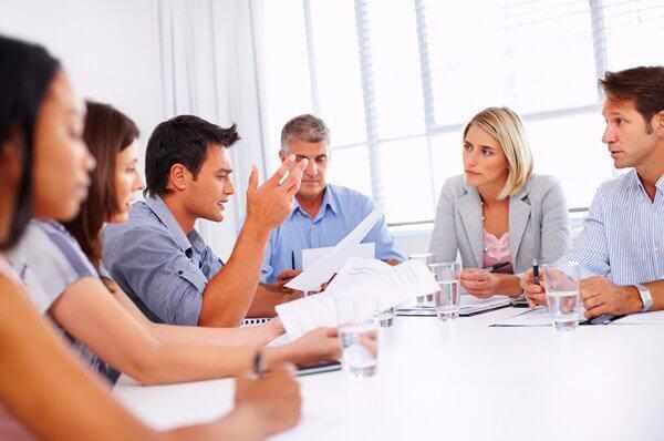 Tổ chức buổi kick-off meeting giữa các thành viên trong dự án giúp việc triển khai dự án thành công hơn