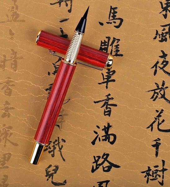Viết thư pháp Hán bằng bút lông bơm mực Lục Phẩm Đường