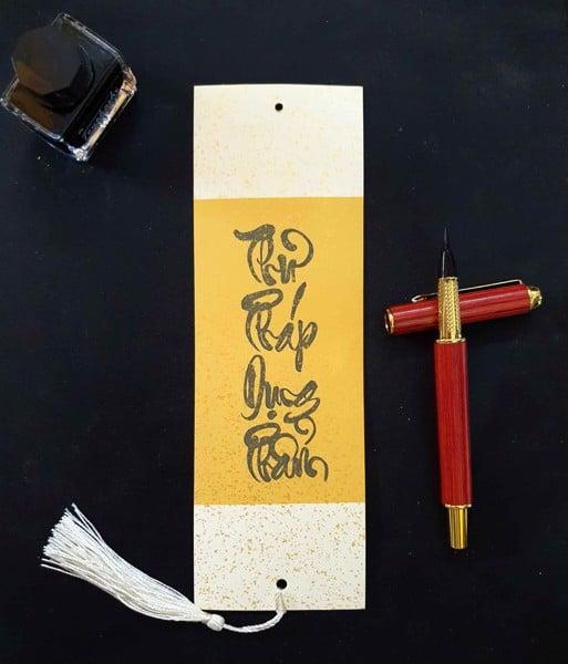 Viết chữ thư pháp Việt bằng bút lông bơm mực Lục Phẩm Đường