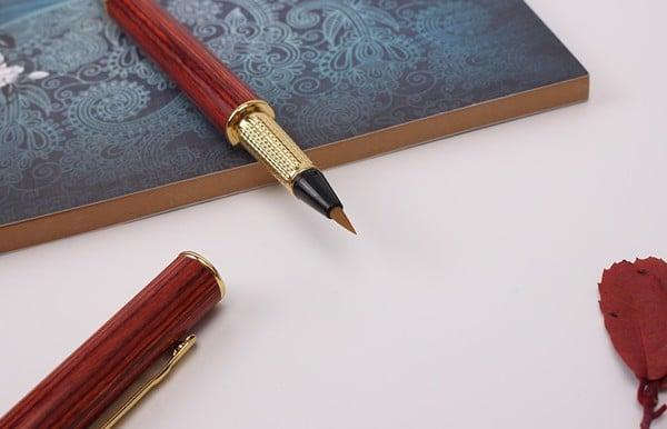 Phần đầu lông bút của bút lông bơm mực