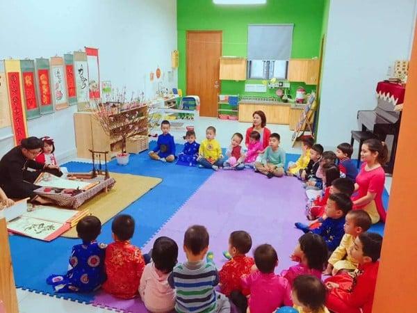 Buổi trải nghiệm thư pháp của các bé tại trường tiểu học