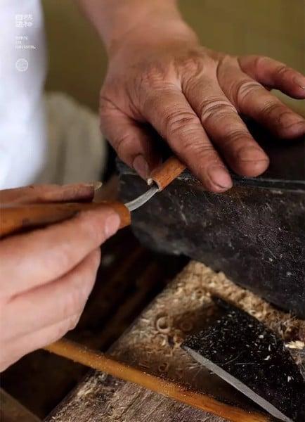 Bước 14 - Chế tạo cán bút, nắp bút, gắn đầu bút vào cán bút.
