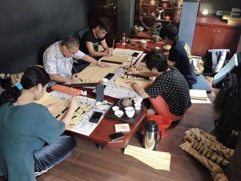 Lớp học thư pháp Thanh Phong