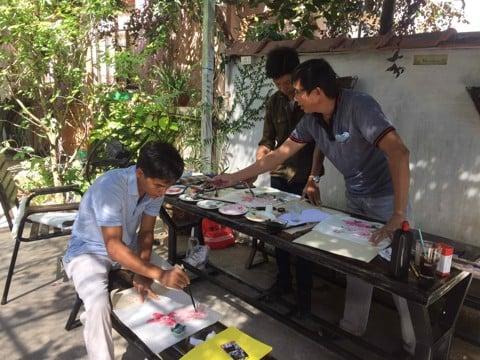 Lớp học thư pháp Việt Liên