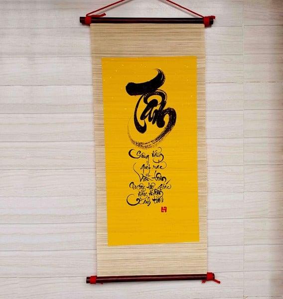 Mành tre viết thư pháp giấy xuyến chỉ màu vàng