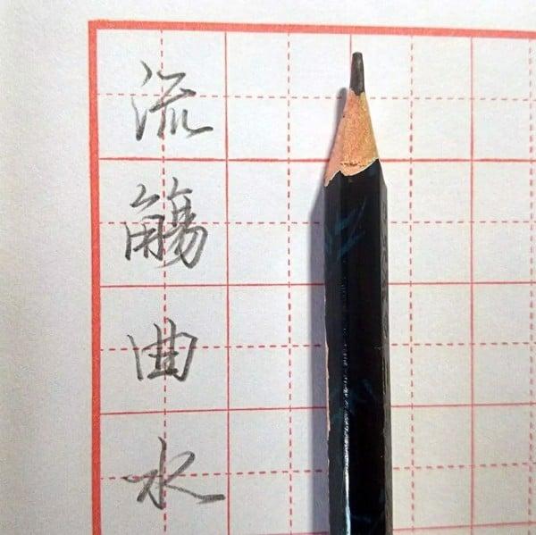 Viết chữ Hán bằng bút chì