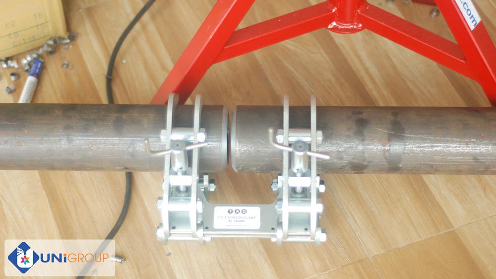 kẹp cân chỉnh đồng tâm ống nối ống tag-pipe
